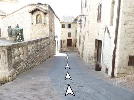 04 discesa da piazza comune Assisi